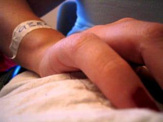 โรคแขนชา มือชา เท้าชา เวลานอน นิ้วล็อค